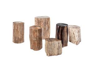 Fossil 0462, Kleine Tische aus versteinertem Holz
