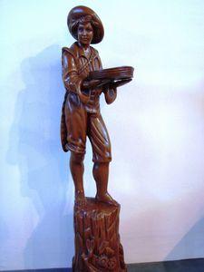 Art. 161, Holzstatue in Form eines Pag
