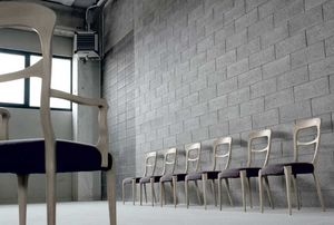 L-643, Stuhl mit geschwungenen Formen