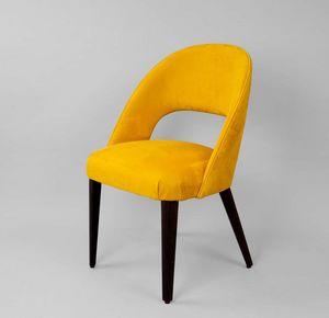 M32, Stuhl mit umhüllender Rückenlehne.