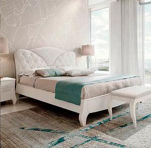 Mon Amour, Bett mit Kopfteil aus Capitonné
