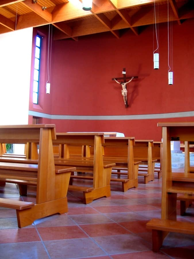 Banco Tempel, Moderne Bank aus Massivholz, für Kirchen