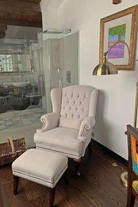 London, Klassischer Bergère-Sessel aus Leder