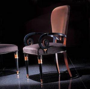 272P, Stuhl mit dekorativen Armlehnen