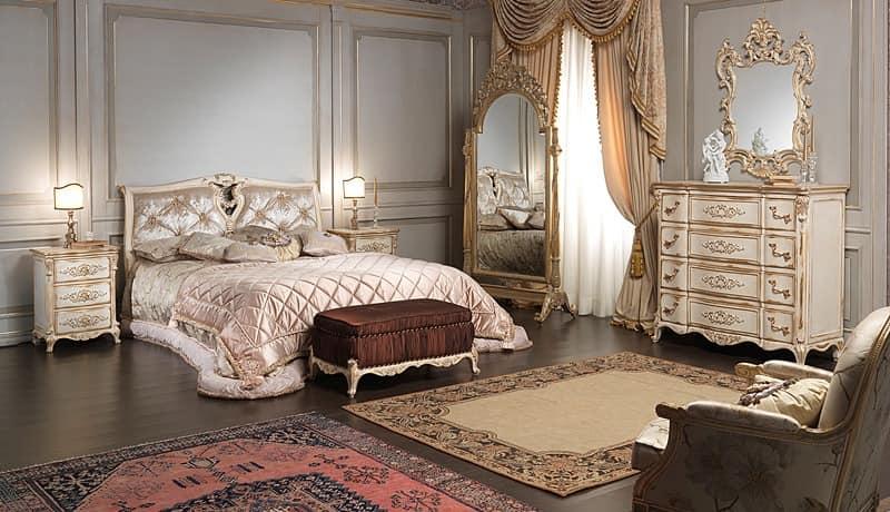 Art. 2006/970, Luxusbett, im Stil Louis XVI, mit handgefertigten Dekorationen
