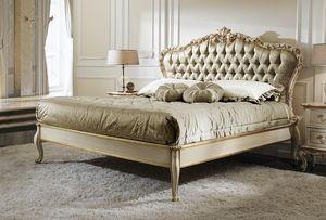 ART. 2878, Bett im klassischen Stil mit goldenen Details