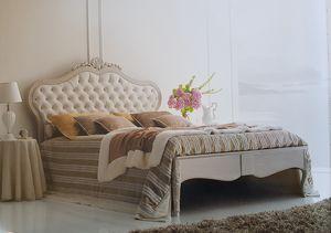 Art. 340L, Kingsize-Bett mit handgemachten Dekorationen