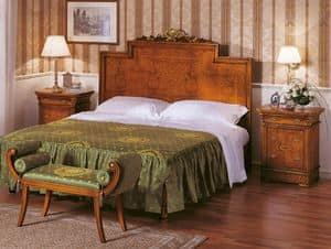 Art. 774, Luxuriöses Bett mit eingelegten Kopfteil, handgemacht