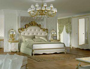 Botticelli Bett, Klassisches Bett mit geschnitztem Kopfteil