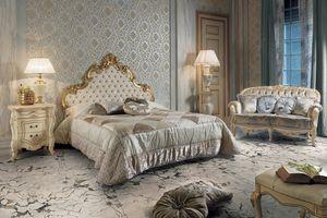 Elisabeth Bett, Luxuriöses Bett mit geschnitztem Kopfteil