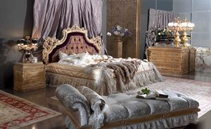Esimia Bett, Bett im klassischen Stil mit Kopfteil aus Seide und Samt