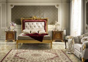Impero Bett, Bett mit reich geschnitztem Kopfteil