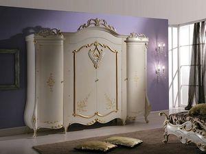 Isabel Garderobe, Kleiderschrank mit klassischen Dekorationen