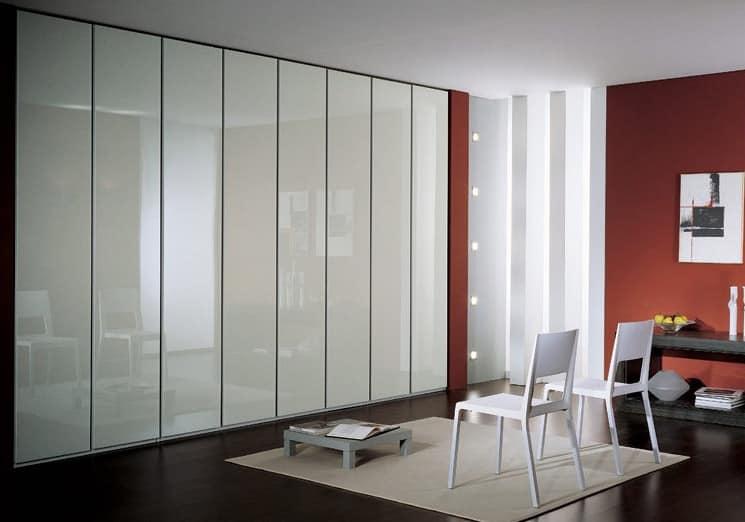 Wardrobe 4, Moderner Kleiderschrank, Türen in weiß lackiert, mit einem modernen Design