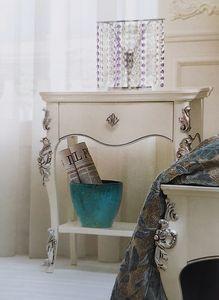Art. 33 CO, Klassischer Nachttisch, von Hand dekoriert