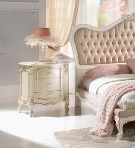 Chippendale Nachttisch lackiert, Lackierter Nachttisch im klassischen Stil