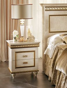 Fantasia Nachttisch, Luxuriöser Nachttisch im neoklassizistischen Stil