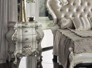Marie Claire Nachttisch, Handverzierter Nachttisch