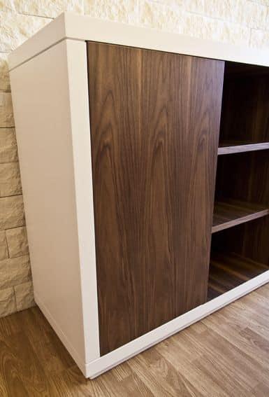 Art. 1506 Petra, Sideboard aus lackiertem Holz, mit beweglichen Nussbaum Regale