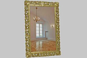 Nevada, Spiegel mit geschnitztem Blattgoldrahmen