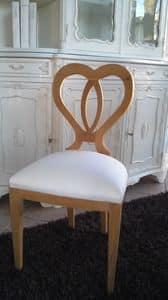 8238 SEDIA, Holzstuhl mit einer herzförmigen Rückenlehne