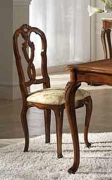 P 601, Nussbaumstuhl mit gepolstertem Sitz und Rückenlehne geschnitzt