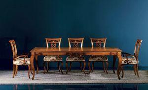250T, Tisch mit kostbaren Dekorationen