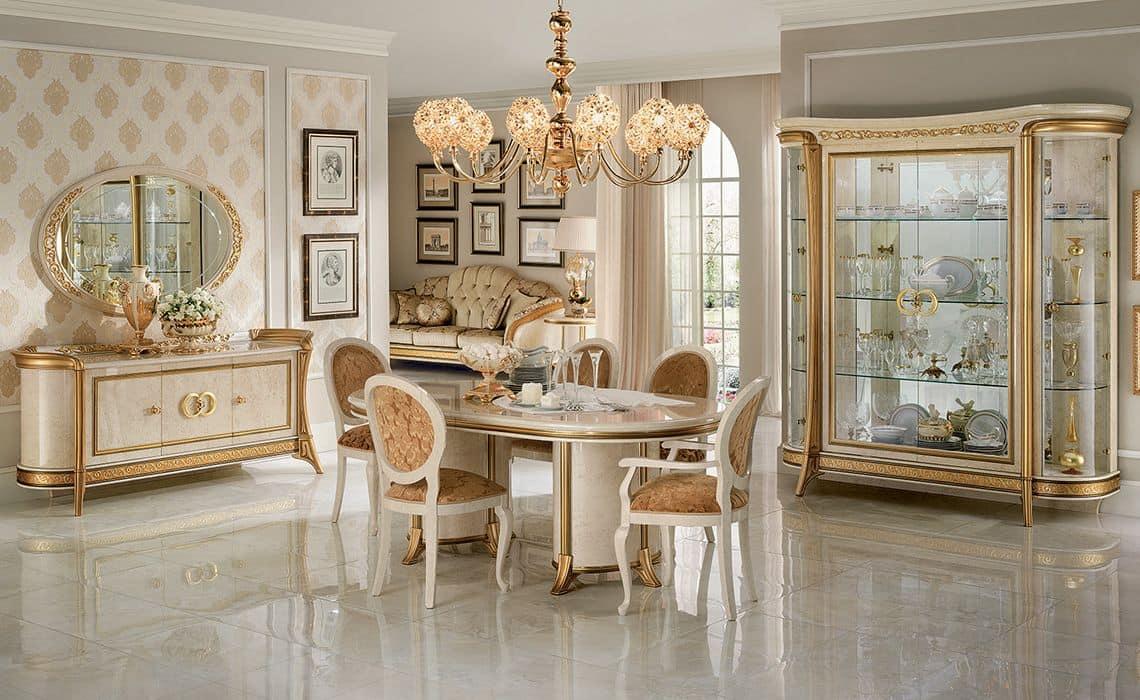 Speisesaal Im Klassischen Stil Mit Vitrinen Sideboard Tisch Und Stuhlen Idfdesign
