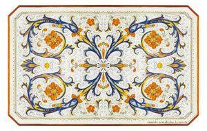 Ricco Deruta Pieno, Tisch mit klassischer Dekoration