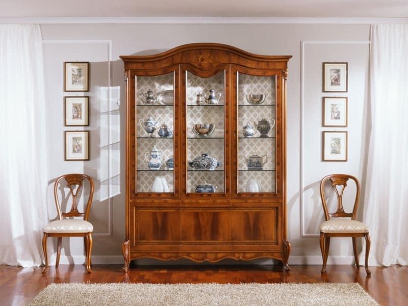 OLIMPIA B / 3-Türige Vitrine, Traditionelle Display mit 3 Türen in Nussbaum, feinen Schnitzereien
