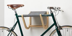 René, An der Wand montierter Fahrradträger