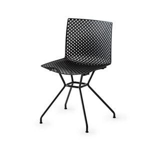 Fuller TC, Stuhl mit perforierter Schale