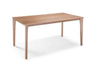 E17, Tisch mit Holzlatten oben
