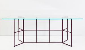 Frame, Tisch mit röhrenförmiger Eisenbasis