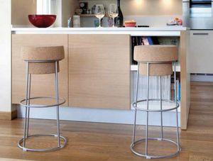 Busciomm-A, Barhocker mit rundem Sitz, Flaschenverschluss
