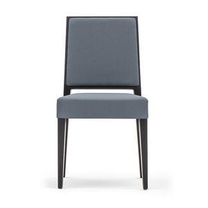 Timberly 01714, Stapelstuhl, Gestell aus Massivholz, Sitz und Rücken gepolstert, Stoffbezug, für die Gaststätten
