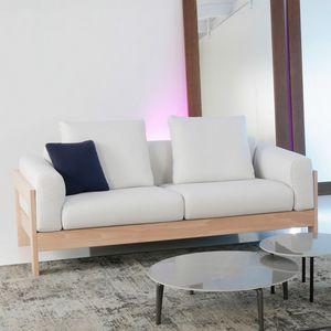 Kuba Lux, Holzsofa mit minimalem Design