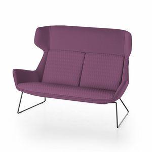 Magenta sofa, Sofa mit hoher Rückenlehne