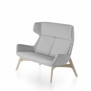 Magenta sofa, Sofa mit Eschenholzboden