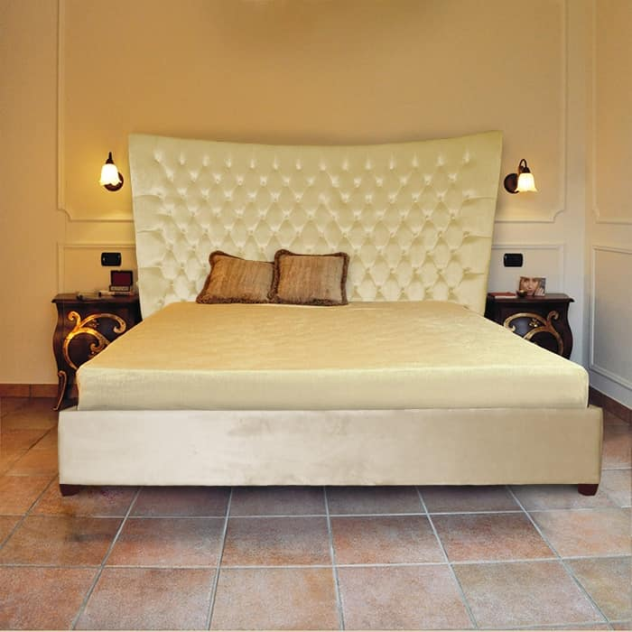 Gilda, Kundengerechtes klassisches Bett, mit getuftetem headboard