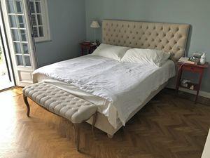 Laura, Gepolstertes Bett im Chesterfield-Stil