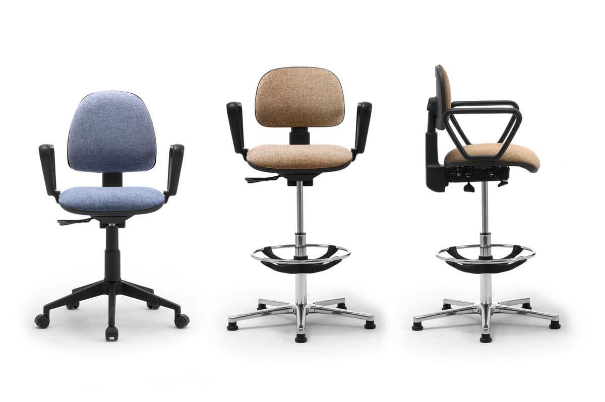 Operative Stuhl mit gepolstertem Sitz und Rückenlehne