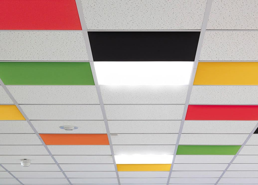In, Farbige Akustikplatten für abgehängte Decken