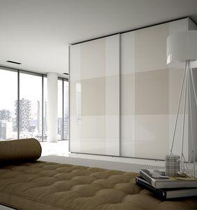 PIÙ, Kleiderschrank mit bemalten Glastüren