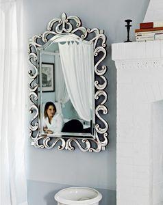 Asah 205, Spiegel mit geschnitztem Rahmen