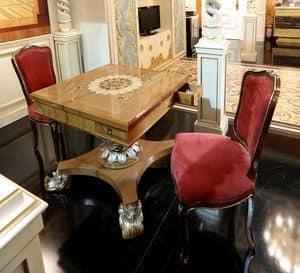 Kleine Spieltisch, Spieltisch mit eingelegtem Oberteil und geschnitztem Unterteil