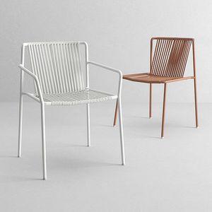 3665 Tribeca, Stapelbarer Stuhl mit Armlehnen für den Außenbereich