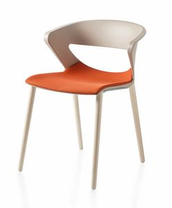 Kicca, Stuhl aus Polypropylen mit Holzbeinen