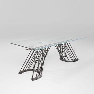 Pamplona, Tisch mit fester Eisenbasis