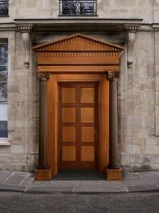 Giove, Holz- Haustür mit Säulen und Kapitellen, von Meisterhand geschnitzt